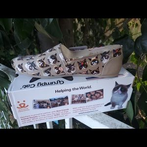 Grumpy Cat Skechers BOBS Bobs Party Pooper shoe.